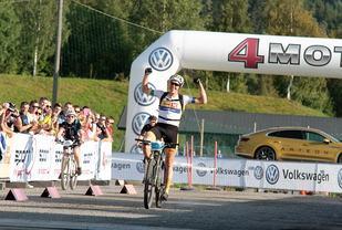 Erik Nordsæeter Resell kunne juble for seier før målstreken på Stampesletta. (Foto: Finn Olsen)