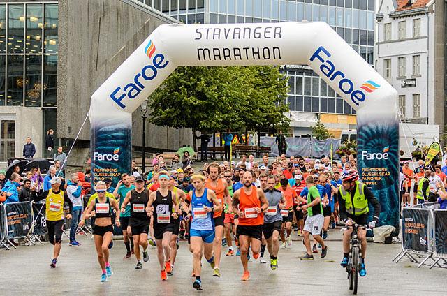 Starten på maraton  (Foto: Øyvind Andersen)