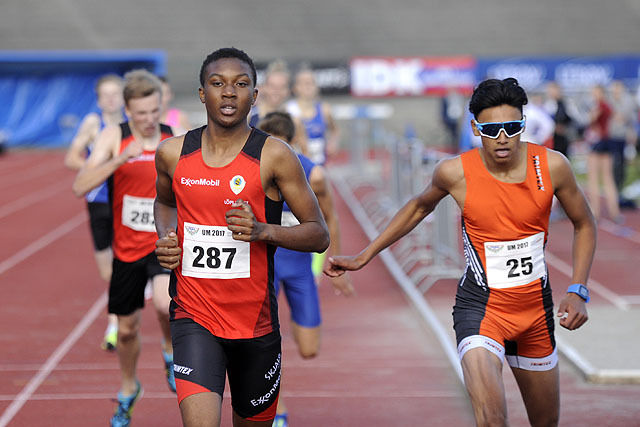 Salim Bukari vinner spurten mot Kristoffer Sagli i UM på 800 meter
