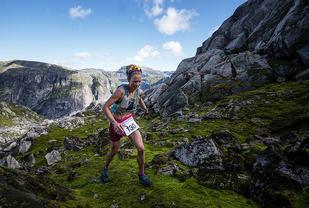 Ane Guro Moen vinner kvinneklassen i årets Hardangervidda Marathon Foto: Kai-Otto Melau