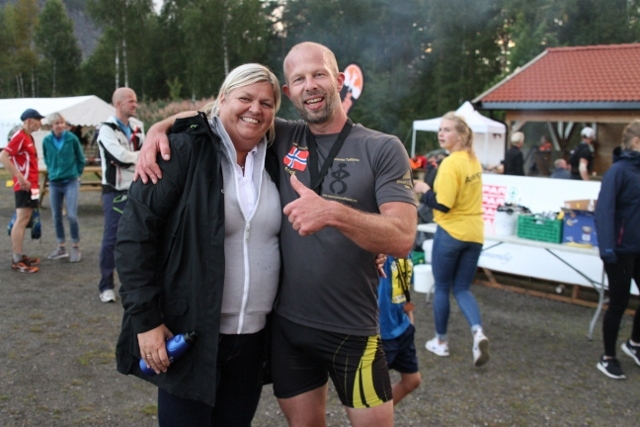 IMG_5856_Helge_Reinholt_og_NFIF-styremedlem (640x427).jpg