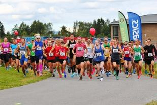 Fra starten på 10 km. (Foto: Bjørn Hytjanstorp)