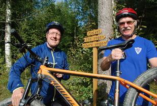 Rittleder Egil Olsvik (til venstre) og sekretariatsleder Jan Ole Dahl forsikrer at løypemerkingen i Stomperudrittet vil bli langt tydeligere enn på dette bildet.