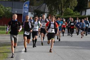 54 løpere startet og fullførte en av distansene i fjelløpet. De som skulle løpe lengst var også de som var raskest ute i starten
