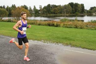 Andreas Myhre Sjurseth passerer 9 km på ca 29:40. (Foto: Olav Engen)