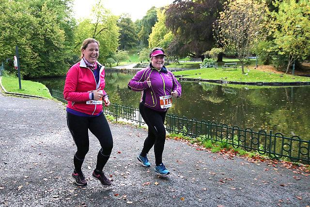 Lillian Pettersen og Wenche Iversen er nok de blideste løperne i Bergen.