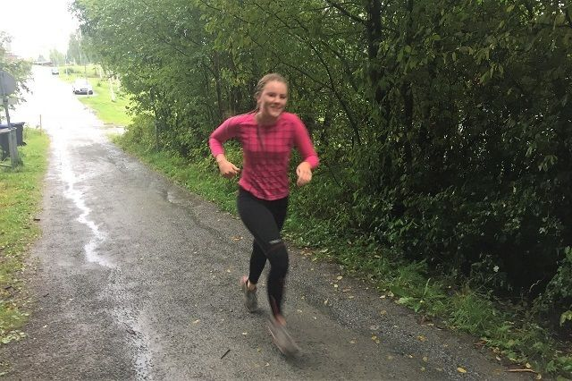 Bjørk Ellingsbø rakk også å løpe i sin mors minneløp i år. (Foto: Pål-Erik Langøigejlten)