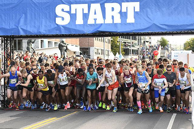 Start for første pulje på halvmaraton hvor vi ser de beste i NM i første rekke. Foto: Bjørn Johannessen