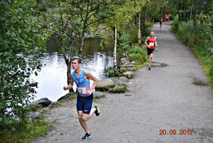 Jakob Ingebrigtsen under rekordutgaven av Mosvannsløpet. Foto: Einar Søndeland