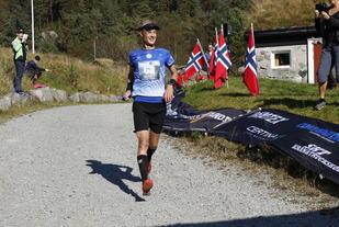 Tom Erik Halvorsen, suveren vinner med tiden 4.34.01.