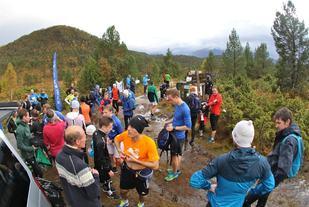 Etter målgang på Østremsetra var den verste regnbygen over, men nedbøren kom tilbake da løperne var på vei ned igjen fra fjellet. Foto: Martin Hauge-Nilsen