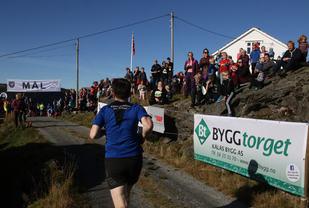 Mye tilskuere og god stemning møtte konkurranseløperne da de kom mot mål