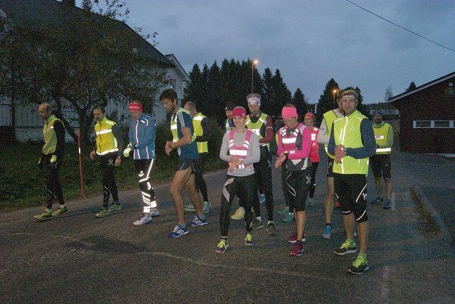 Fra starten i fjorårets sesongpremiere da Heidi Starheim Løvaas og Bjørn Egil Nordseth var best av 18 aktive og totalt 84 deltakere. I år blir det garantert flere! (Foto: Stein Arne Negård)
