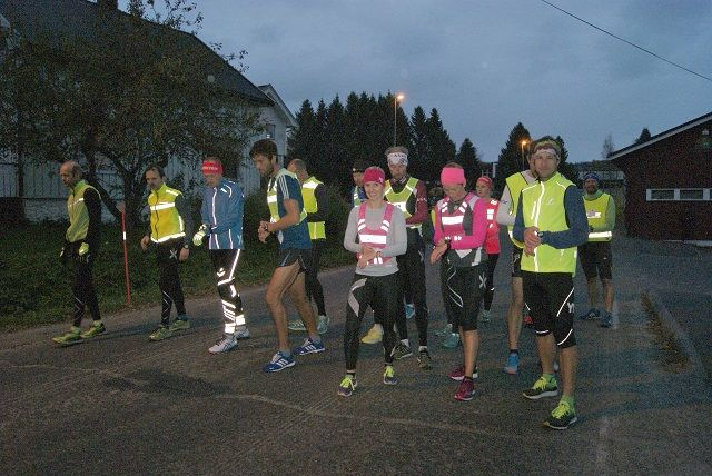 18 Snøkut-klare løpere i Byflaten. (Foto: Stein Arne Negård)