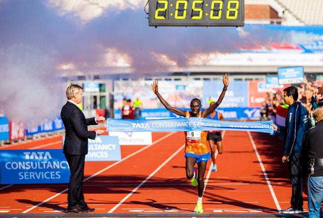 Lawrence Cherono fra Kenya løp på 2.05.09 og forbedra den ett år gamle løyperekorden med 11 sekunder. (Foto: arrangøren)