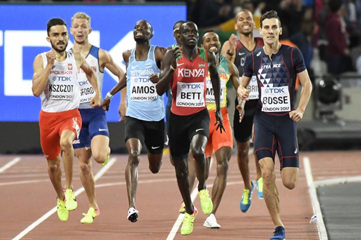 Han forventa at dei andre skulle komma forbi, men det gjorde dei ikkje. Dermed vart Pierre-Ambroise Bosse verdsmeister på 800 m. (Foto: Bjørn Johannessen)