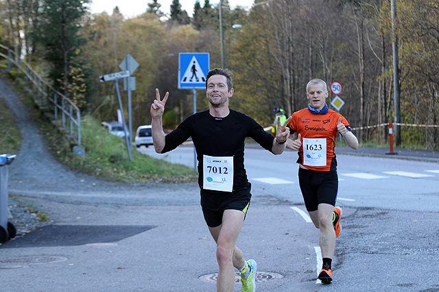 Odd Arne Engsæter og Sjur Ferkingstad i tet på maraton etter 7 km, dette ble også rekkefølgen i mål