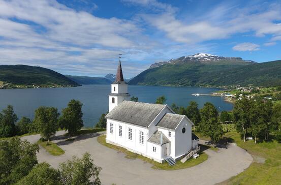 Foto av Lavangen kirke