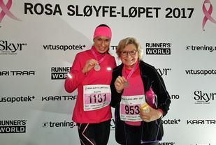 Angelika sammen med moren Liv som fikk sin første medalje etter passerte 71 år. Det er aldri for sent å begynne. (Privat foto)