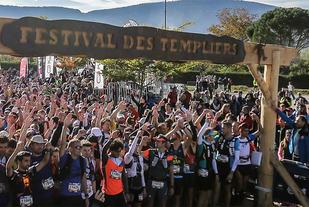Det er stor stemning både ved start og målgang i Festival des Templiers i Frankrike. (Foto: arrangøren)