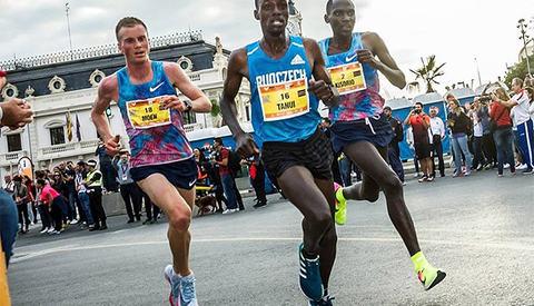 Sondre Nordstad  Moen i Valencia Marathon i fjor. Foto: Valencia Marathon