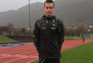 Andreas Vangsnes, Ålesund FIK er en av unge, lovende mellom/langdistanseløpere på Sunnmøre som nå begynner å vinne lokale løp