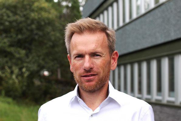 Ørjan Raknes Forthun er tilsett som programansvarleg og rådmann i Alver kommune.