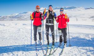 tre glade skijenter