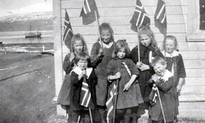 Barn som feirer 17 mai i 1925
