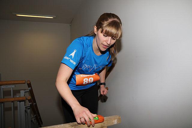 Marith Hildal legger o-brikken på leseren og markerer dermed målgang under fjorårets løp i Ørnen