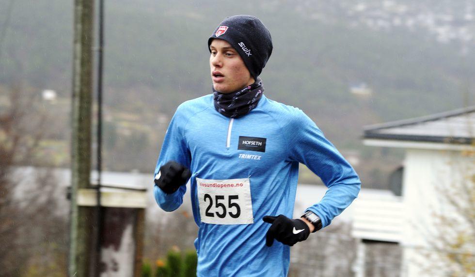 Sist lørdag vant han Grimstadvatnet rundt. I oktober var han førstemann på Østremsetra. I dag vant Andreas Vangsnes også 5 km i Ålesund vinterkarusell på 16.38 og slo Øystein Halvorsen sin gamle løyperekord fra 2014. Foto: Jarle Mordal, smp
