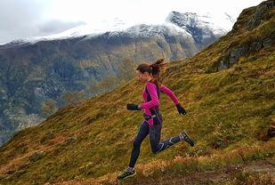 Glad i fjellet: Angelika er fra Bergen, men bor i Ålesund og elsker å løpe i fjellet. Foto: Privat