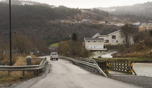 Bilde av Gammelosveien, sett fra brua mot Terna