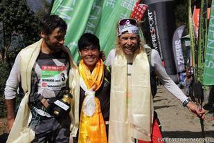 De tre beste i Everest Trail Race: Luis A. Hernando, Suman Kulung og Sondre Amdahl. (Foto: Arrangøren)