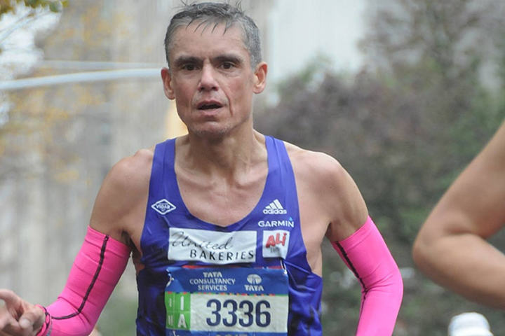Tim Bennett underveis i New York City Marathon i år.