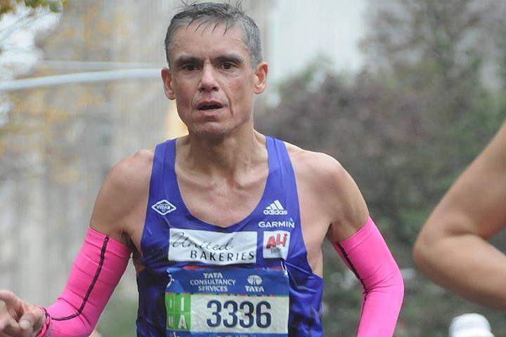 Tim Bennett underveis i New York City Marathon i år.