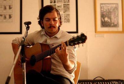 Jørgen Berg Svela underviser gitar ved Rakkestad Kutlurskole.jpg