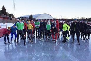 Gjennom vinteren arrangeres det både enkeltstående skøyteløp og karuseller i Norge. Her fra Medistermarathon som arrangeres 2. juledag på Valle Hovin Kunstis. (Foto: Espen Riktor)