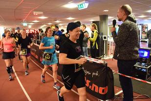 Lattermilde deltagere passerer speaker Lauridsen. (Foto: Anders Tøsse)