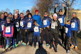 God stemning på startstreken før Tjømekarusellens novemberløp. Foto: Stine Skog Hansen.