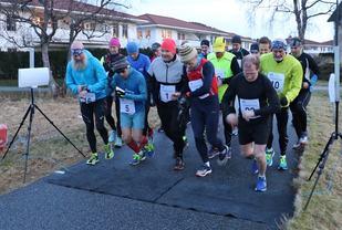Fra starten på maraton 27. desember 2016. Det var bare veger og tørt, fint underlag. I disse dagene er det snø i traseen, men langtids værmeldingen sier at det skal bli mildere fra rundt 20. desember, og da skulle snøen være borte til 30. desember. Foto: Martin Hauge-Nilsen