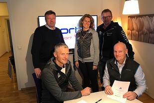 Ffra venstre:  Olaf Johan Thomasgaard (Birken), Espen Dybvig (Sport 1), Bak fv: Geir Husum (Husumgruppen),Ingunn Rønningen Kleven ( Birken), Atle Børresen (Husumgruppen)  Foto: Birken