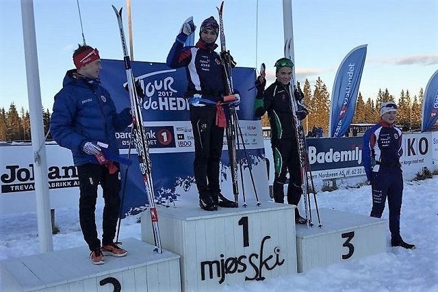 Arrangørklubben Hamar Skiklubb dominerte 18-årsklassen også på Veldre Sag med Kristoffer Kvarstad og Simen Syversen på de to øverste trinnene på pallen foran  Petter Myhr, Vallset IL og Simen Krogstie Bjørgan, også HSK på 4. plass. (Foto: Hamar Skiklubb)