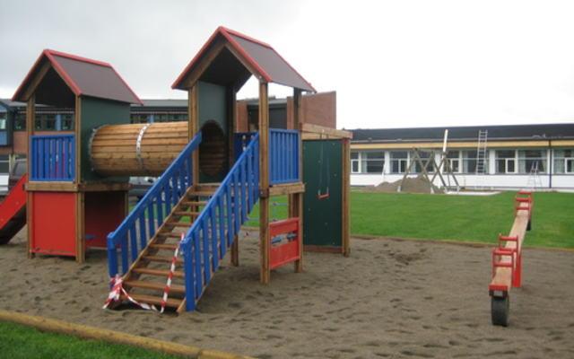 Fjerdingby skole - lekeapparater