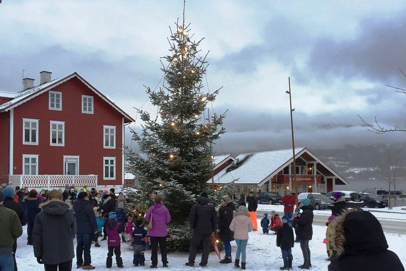 Julegrantenning på Borggarden