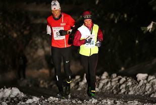 Ann-Heidi Scharning ble klar vinner av kvinneklassen på Jessheim. Herreløperen er Espen Skrimstad som ble nummer to i M45-49. (Foto: Bjørn Hytjanstorp)