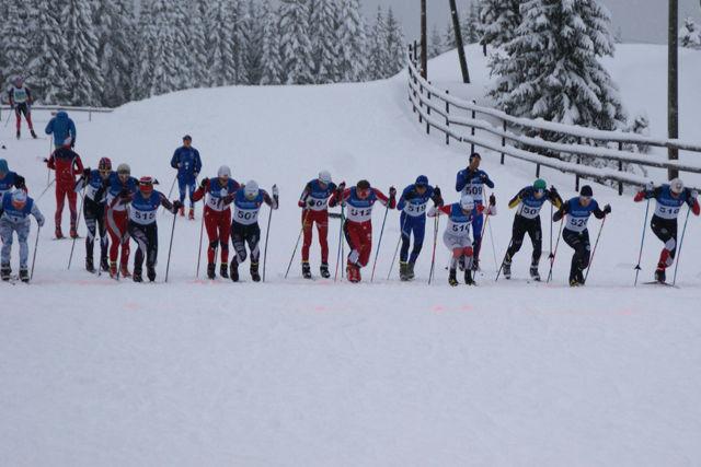 Fra fellesstarten for menn senior på Budor 4. juledag. (Foto: Stein Arne Negård)
