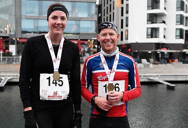 Vinnere av det aller første Kondis Nyttårsløp. Eldbjørg Moxnes og Runar Sætre. (Foto: Bjørn Johannessen)