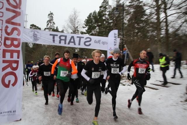 Starten på 5 km. Ole-Petter Fjeld (278) og Jonatan Vedvik (201) tar teten, tett fulgt av Trym Island (199) og Tore Hopen (254). Foto: Stine Skog Hansen
