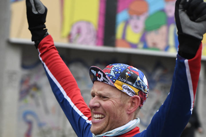 Runar Sæthre vinner Kondis Nyttårsløp og setter pers på 5km. Foto: Bjorn Johannessen